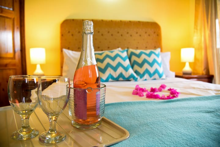 Kannel Suite: Romantic Getaway/Relaxing Retreat