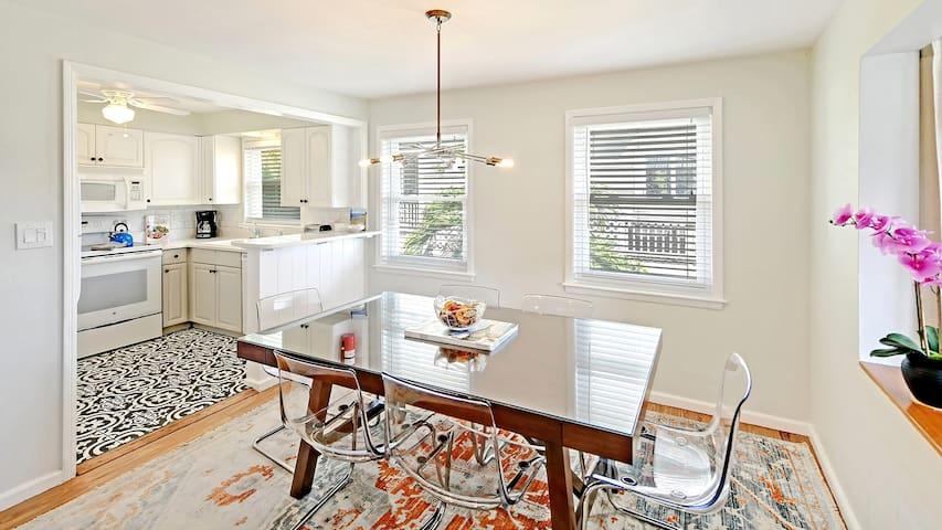 """Safe & Clean"" Siesta Key Beach - Key West Suite -"