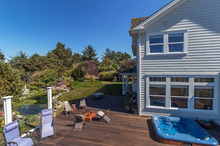 Garden Pond-Ocean Views, Hot Tub, ~Great Deal for a Family Retreat