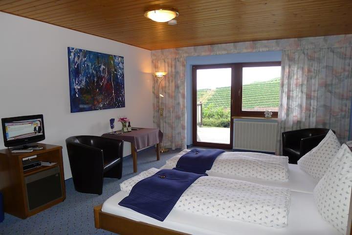 Landhaus Schoenen, (Sasbachwalden), Doppelzimmer mit Dusche und WC