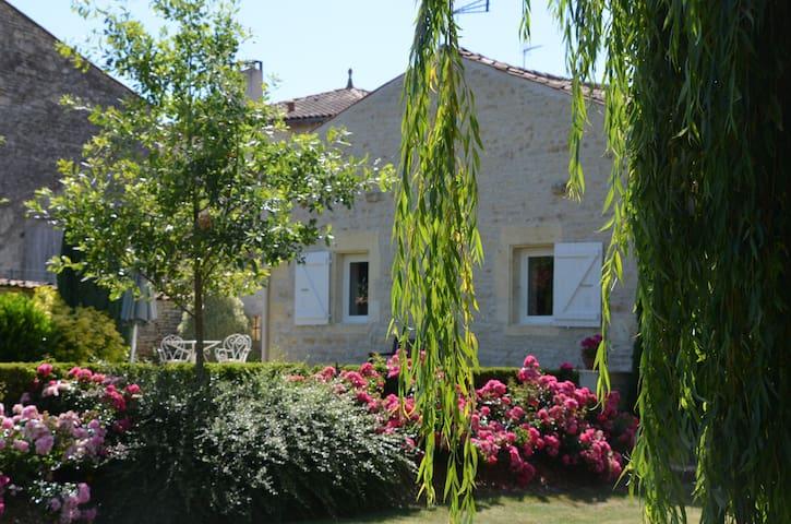 Gîte de charme dans un écrin de verdure - Saint-Hilaire-de-Villefranche - Rumah