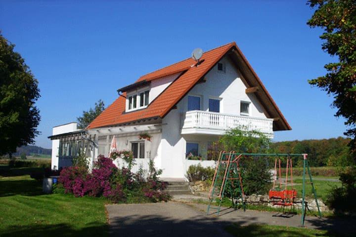 Haus -Eichhölzle  Gr. Parkplatz - Münsingen - Casa