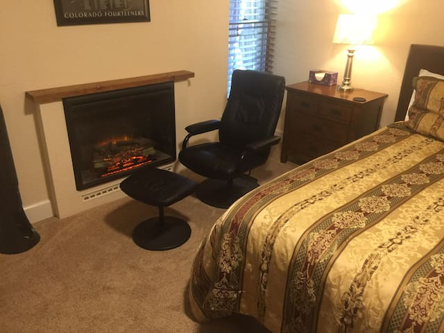 Luxury 2-Bedroom Suite, kitchen, laundry, hot tub