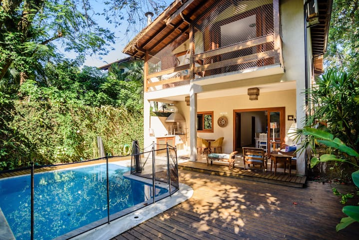 ROYAL HOUSE - 40 METERS FROM THE CAMBURI´S BEACH