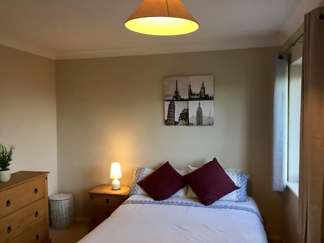 Cosy Double Room - Luton - House
