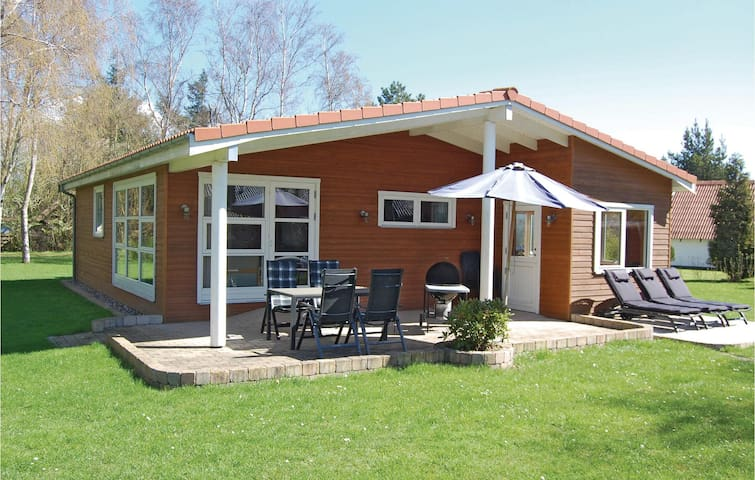 Holiday cottage with 2 bedrooms on 90m² in Rødby