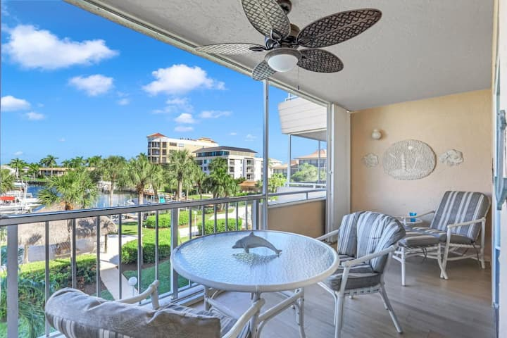 Bright, clean condo in quiet community w/ heated pool & walk to South Beach