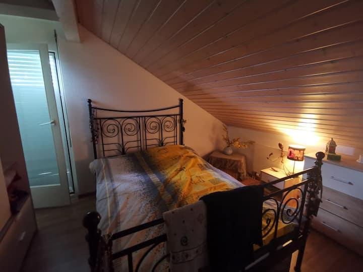 Charmante petite chambre à louer à la campagne.