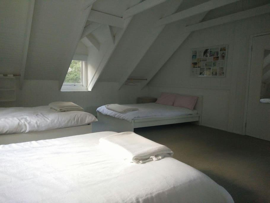 Upstairs loft has split system air con/ heating