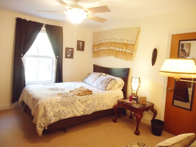 Peaceful Zen Room - Roanoke - Apartamento