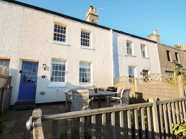 BAY COTTAGE, family friendly in Gorran Haven, Ref 918500