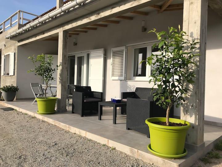 Appartement bas de villa Propriano