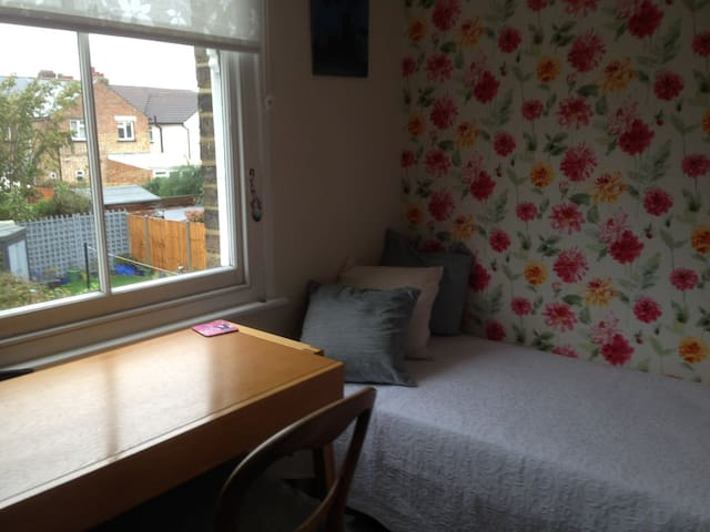 Single room at great price close to city centre