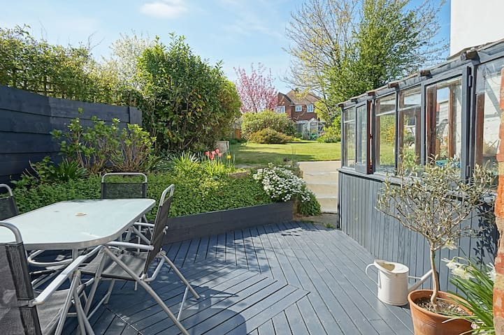 Spacious and sunny garden flat near seaside - Bexhill - Wohnung