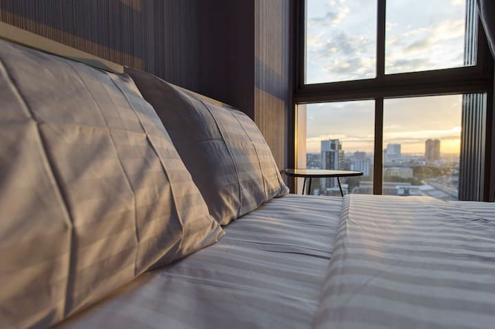 1 bedroom next to skytrain free 50Mbps wifi FL.18 - Bangkok - Appartement