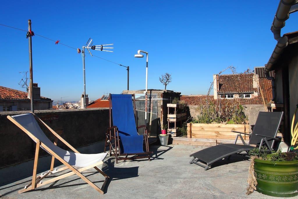 le toit terrasse aussi agréable en été qu'en hiver / The rooftop as pleasant in summer as in winter
