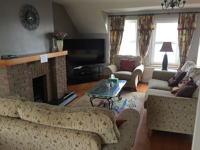 Beautiful family retreat with stunning views - PORTSTEWART - Talo