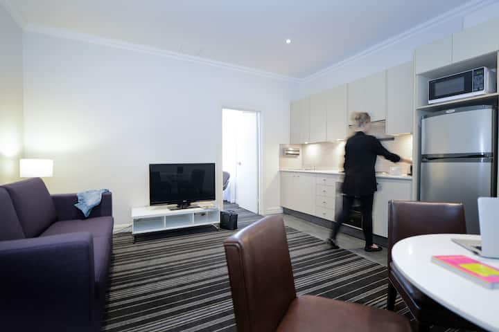 Perouse Lodge - One Bedroom Apartment