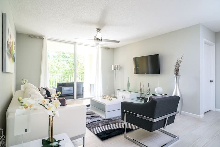 Waterfront Luxury 2 Bedrooms Apartment - Aventura - Apartment