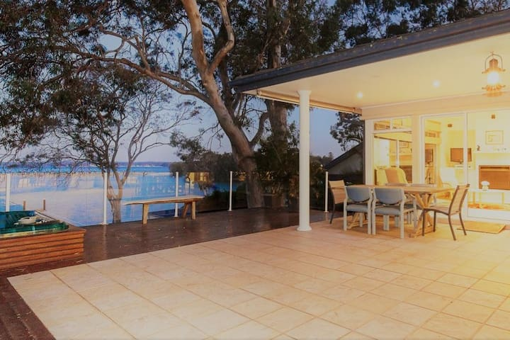 Waterfront Paradise, Hot Tub with Stunning Views