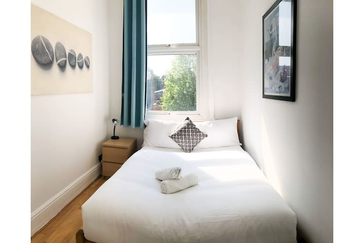 Lovely 2 bedrooms Flat By Clapham Common Tube