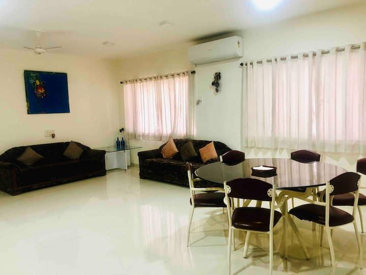 Pune Central Shivajinagar Lavish 2 bed apartment