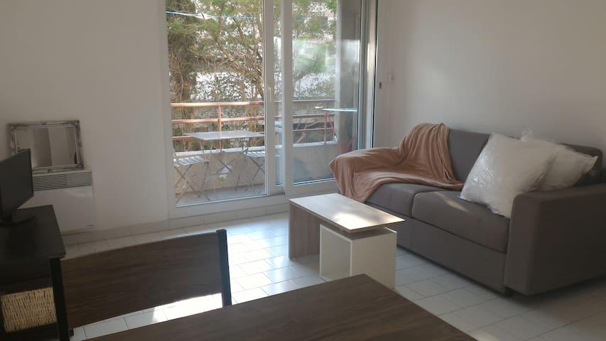 Studio 25 m2, terrasse, ensoleillé, wifi, gardien