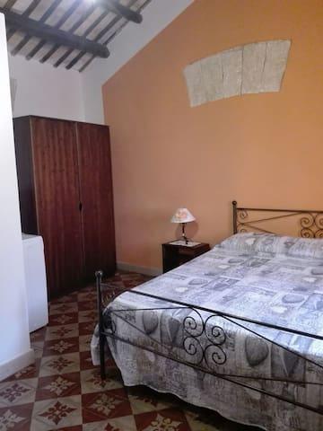 camera da letto+ lettino appartamento ZIA PALMA