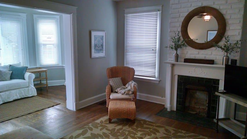 Cincy Close Sleeps 8 Renovated - Dayton