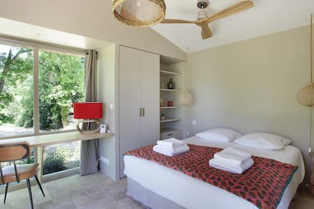 Provence, luxury cottage, farmhouse, pool, calm
