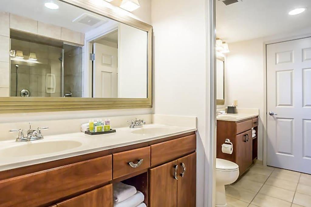1 Bedroom Deluxe Bathroom