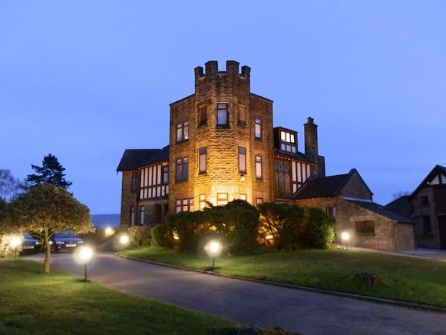 Castle Manor Room 7 En-Suite Shared Accommodation
