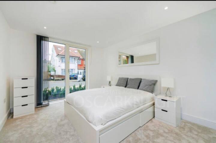 Luxury 1 Bedroom Flat in Streatham Hill!