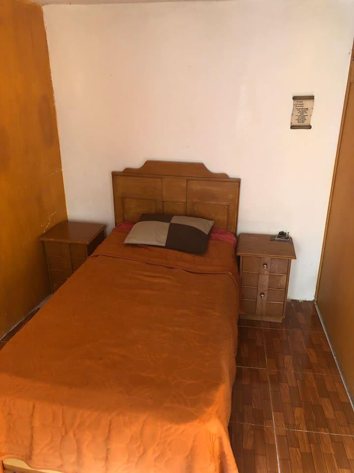 Se renta habitación en buenas condiciones