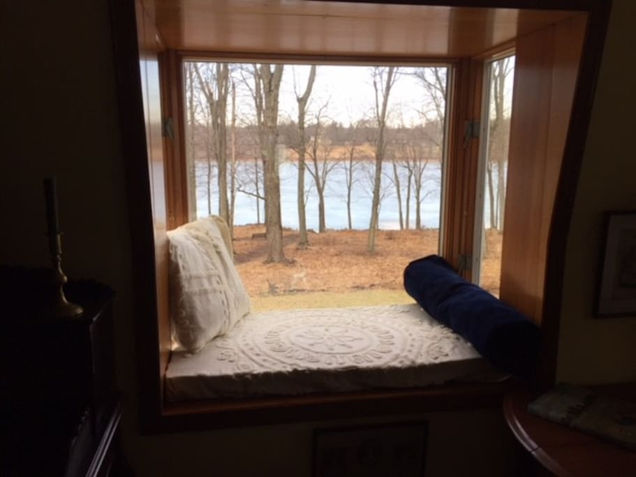 Bedroom's window seat/lake view