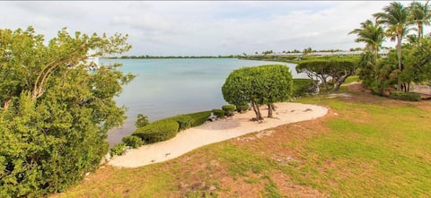 Beautifully located on Duck Key  2 bdrm 2.5 bath