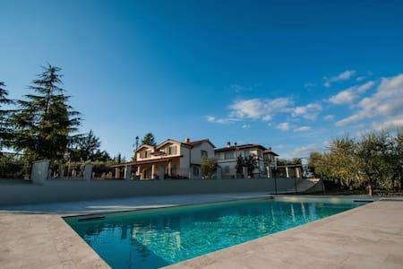 Villa in Chianti in the heart of Tuscany - Gaville - วิลล่า