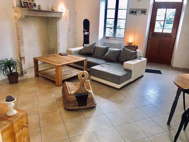 Jolie Maison, Village dynamique, Près du Mans
