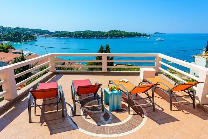 4-Bedroom Sea View Villa, 100m to pebble beach