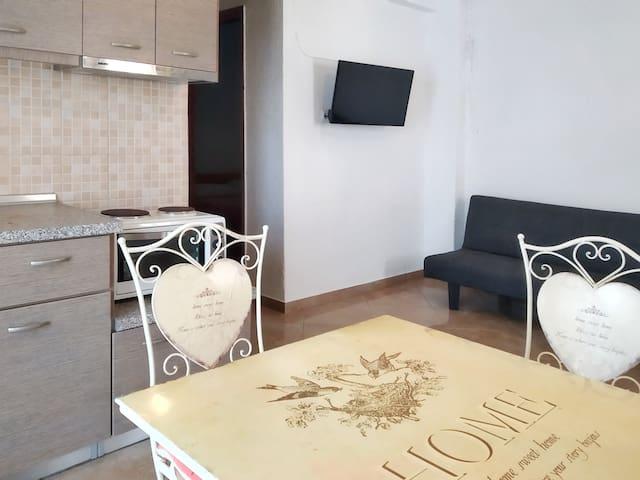Comfortable apartment next to the beach.