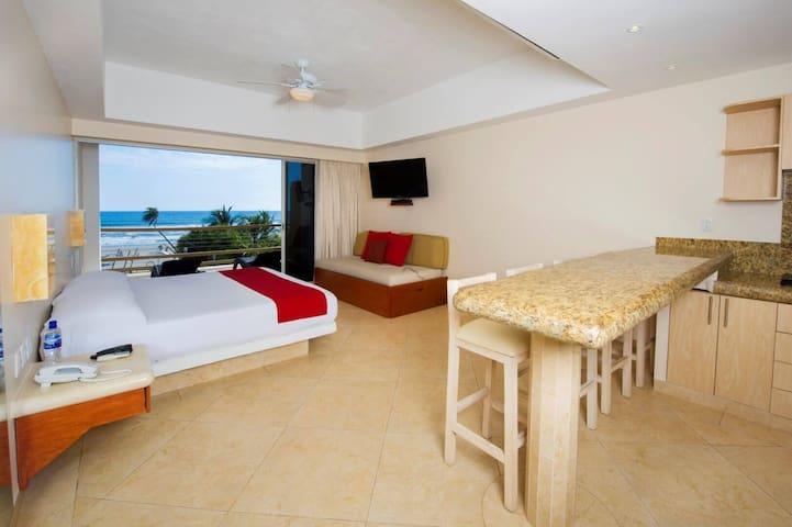 Habitación Loft con Cocineta y Vista al Mar