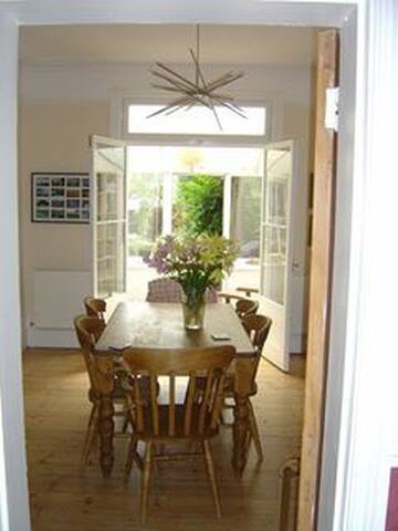 Surrey home with easy access to London and Windsor