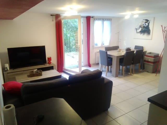 appartement en rez de jardin au pied du Rhône