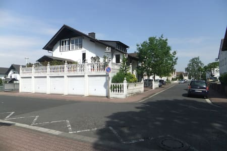 Mountain Lodge  8 min. to Frankfurt , 2000 sq.feet - Erlensee
