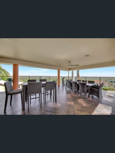 MURLAY VIEWS:   Charming Family Home with Views.