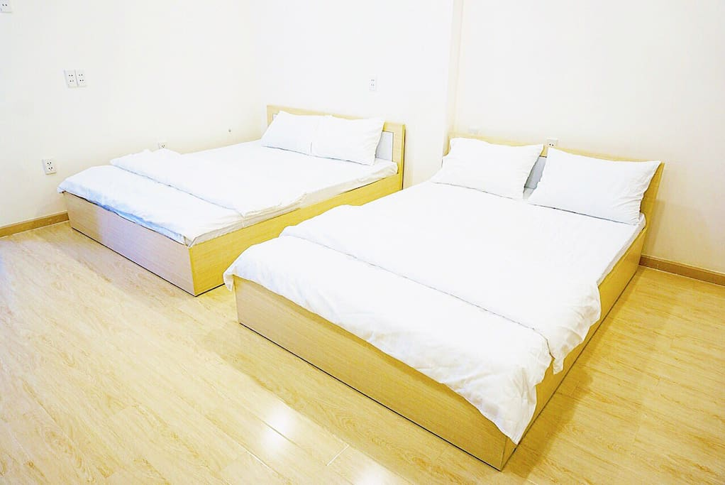 Comfortable mattress, clean and neat bed lines , wood floor make your day really relax.