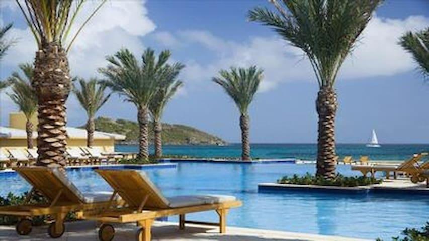 *Luxury 3 Bedroom Condo/Resort *