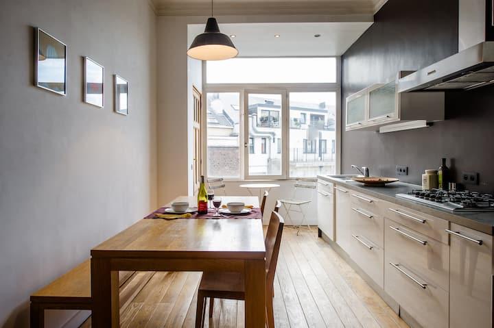 Grand appartement d'artiste cosy et proche de tout