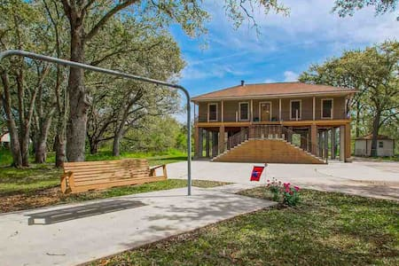 3.2 Acres in Jean Lafitte, LA. A true Bayou Oasis!