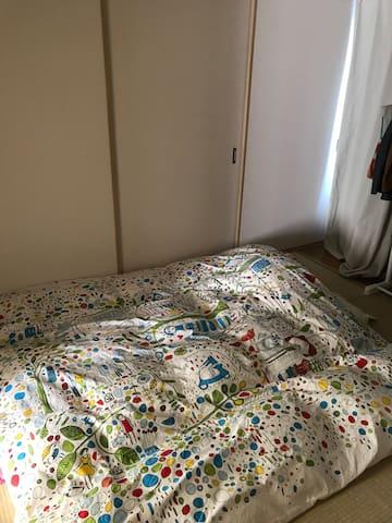 日式榻榻米房 三个房间的其中一个房间。